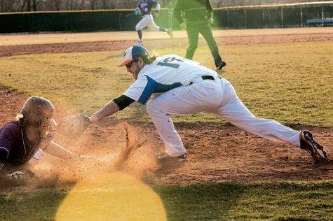Baseball team finishes home season in lackluster fashion