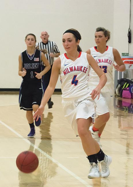 Ciarra Heldt (4) dribbles down the court for an easy layup.