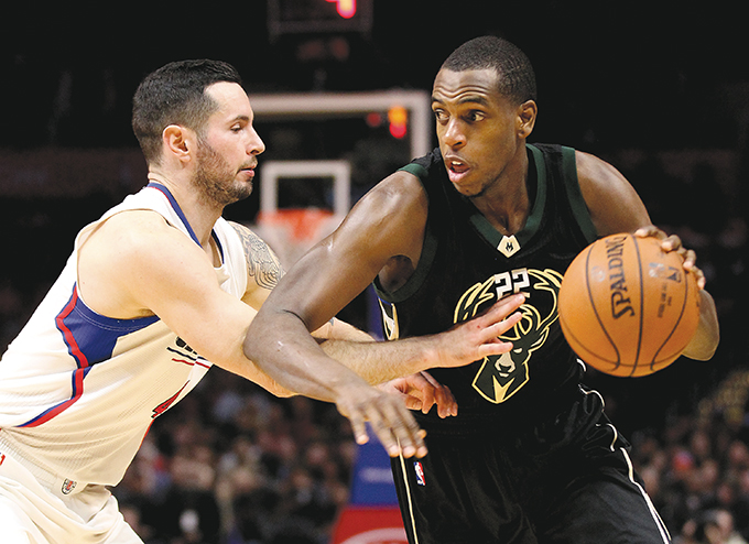 The Los Angeles Clippers' J.J. Redick, left, applies defensive pressure on the Milwaukee Bucks' Khris Middleton in the fourth quarter on Wednesday, Dec. 16, 2015, at Staples Center in Los Angeles. The Clippers won, 103-90. (Luis Sinco/Los Angeles Times/TNS)