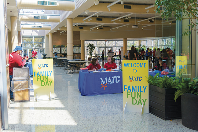 Friendly+faces+welcome+students+and+their+families+to+the+first-ever+Family+Fun+Day+at+the+zoo.