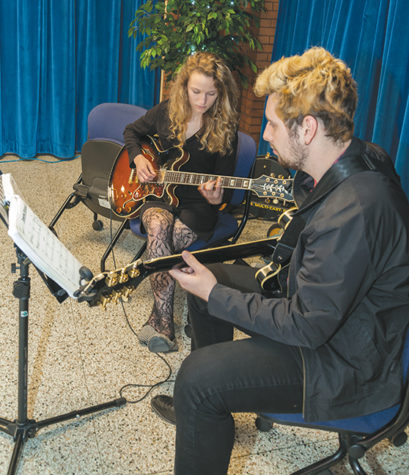 Students catch a sketch at West Allis campus