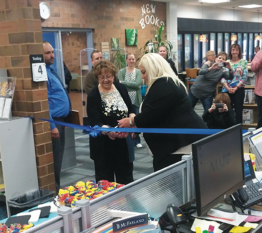 Students, staff and faculty look on as Cathy Lechmaier Makers Space ribbon-cutting ceremony commences.