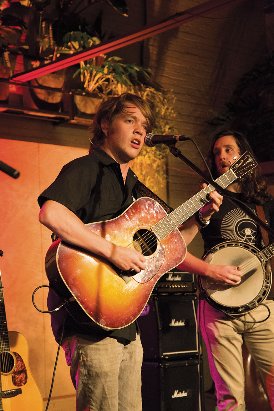 Billy Strings stirs up excitement.