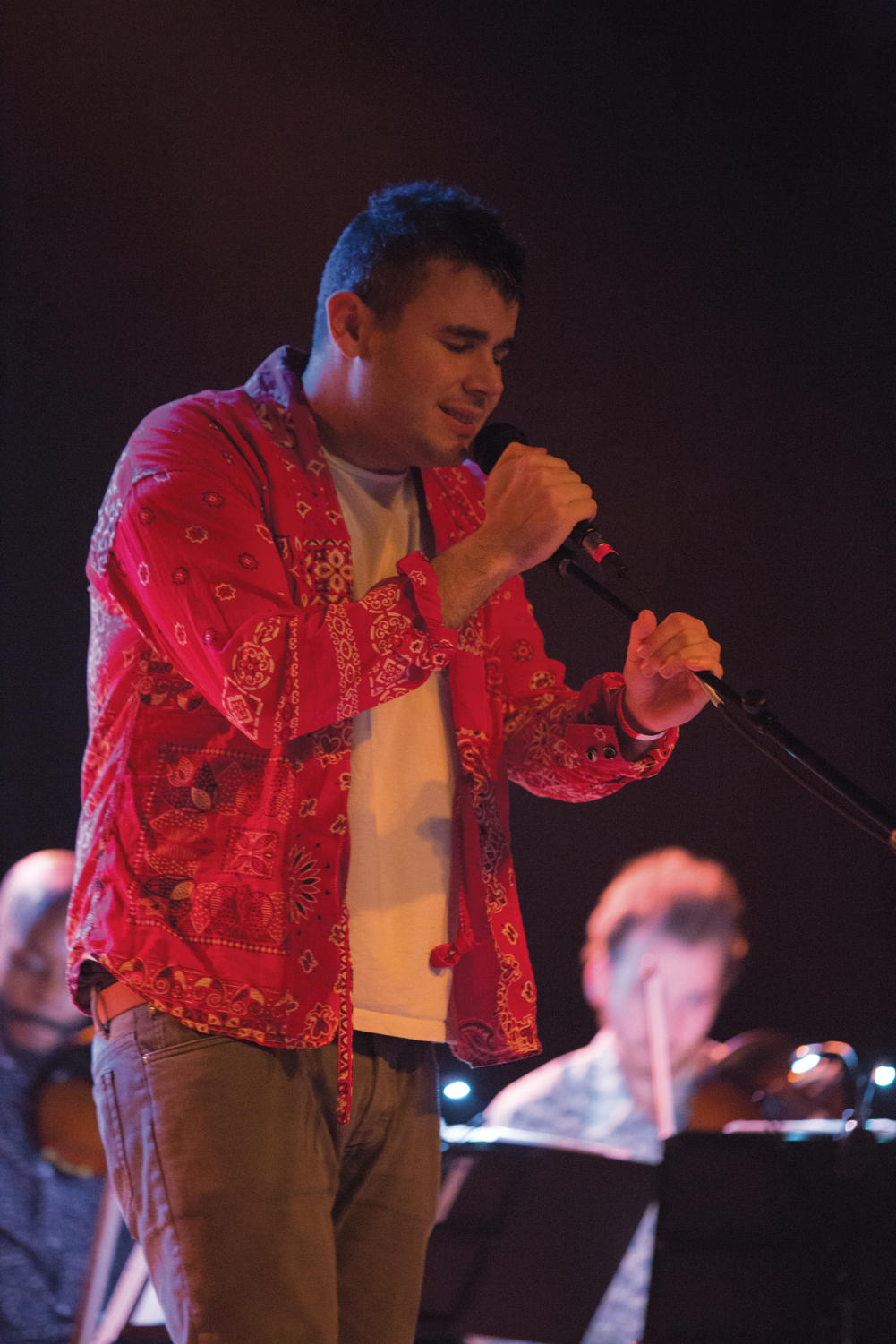 Rostam Batmanjlij, singing along with his group of string players.
